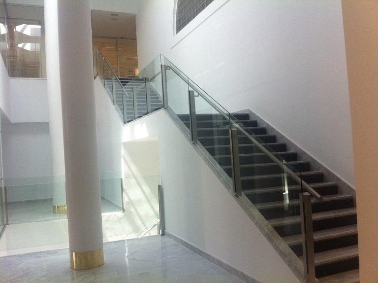 Barandillas de vidrio y escaleras de vidrio con pasamanos - Barandillas cristal para escaleras ...